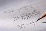 Papel con fórmulas matemáticas