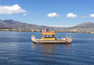 Embarcaciones en el Lago Titica
