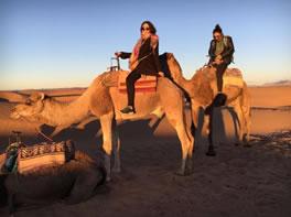 Jessenia montada en camello